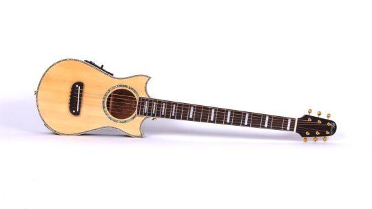 Quelle est la meilleure guitare de poche voyage ? Le Top 10 de 2021 !
