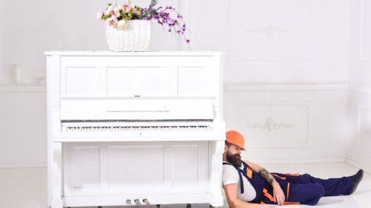 Déménager un piano dans une grande ville, dans un immeuble, avec des étages, des accès complexes : comment faire?